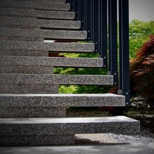 mitja-skrjanec-granitne-stopnice
