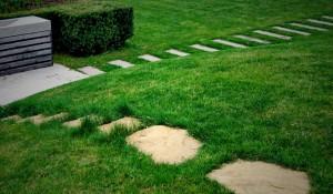 vrt-stopalni-kamni