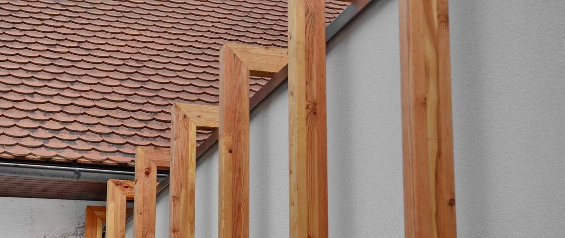 lesena-fasada-nadstresek